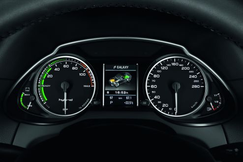 Kraftfluss: Mitteldisplay im Audi Q5 hybrid quattro
