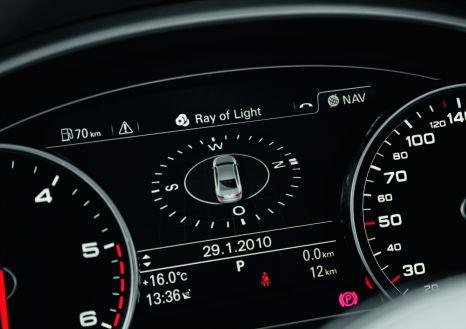 Fahrerinformationssystem im Audi A8: Großes Display für schnelle Information