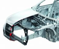 Fußgängerschutz beim Audi Q5: Viel Luft unter der Haube, Schaum vor dem Querträger