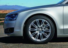 Audi A8: 20-inch wheel in ten-parallel-spoke design