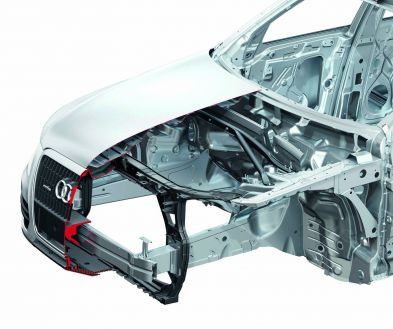 Pedestrian protection in the Audi Q5: lots of air under the hood, foam in front of the cross-member