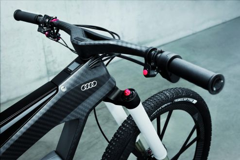 Premium – the upside-down front fork is air sprung with the spring travel measuring 130 millimeters.