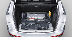 Audi Q5: the lithium-ion-battery weighs just 38 kilograms (83.78 lb)