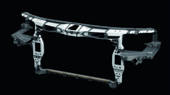 Audi A8: Organoblech als unterer Querträger des Frontends